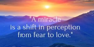 Mirakler er en ændring fra frygt til kærlighed. Hvad ville kærlighed tænke, sige og gøre lige nu?